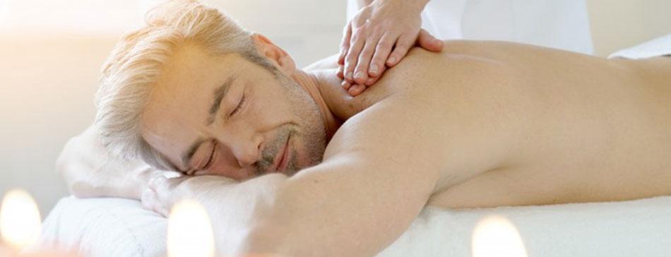 Une séance sûre de massage érotique dans un salon naturiste