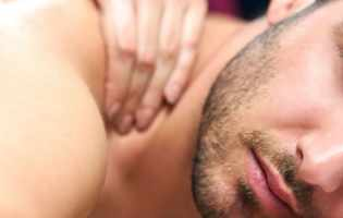Rendez-vous sensuel et relaxant lors d'une séance de massage érotique