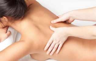Apprendre à faire un massage nu et érotique